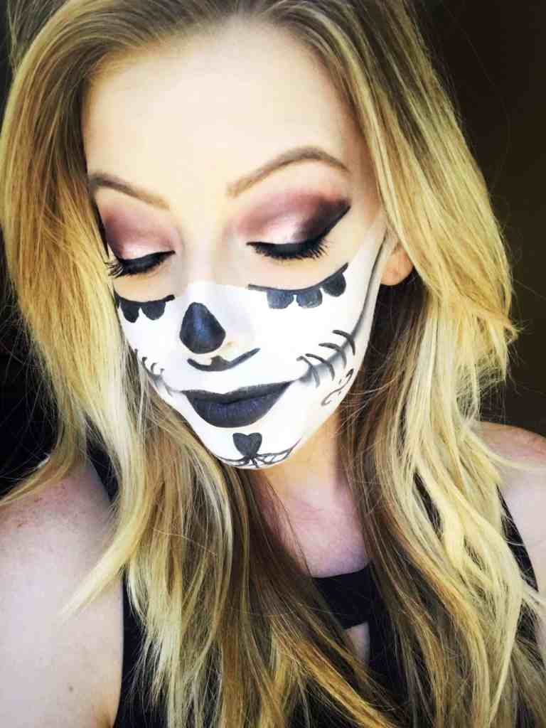 Sugar Skull Makeup -These 5 Pretty + Easy Halloween Makeup Looks will inspire you to get creative with your makeup this year for Halloween. From pretty and girly to spooky and scary, these makeup looks are perfect for wearing to all your Halloween parties!