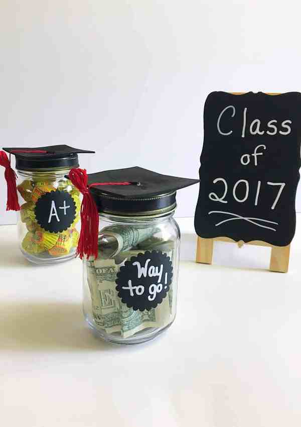 DIY Adorable Graduation Cap Mason Jars