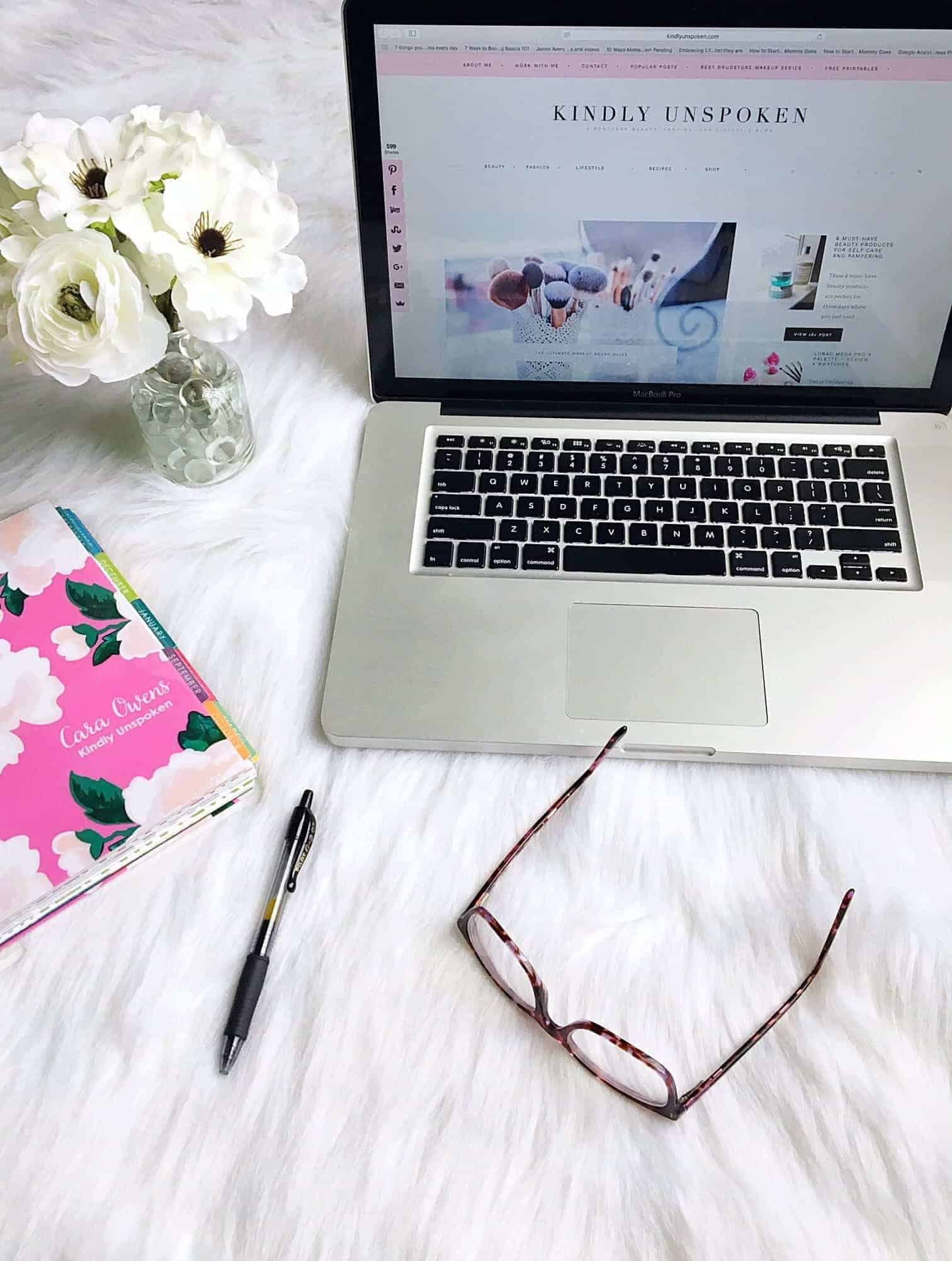 What Bloggers Do and How to Support Them- Want to know what bloggers really do everyday? I'm sharing full insight into the blogger life and ways you can show your support as a reader!