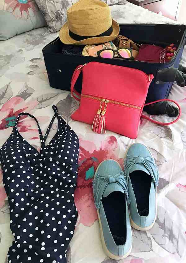 10 Essential Items to Pack For Your Summer Vacation
