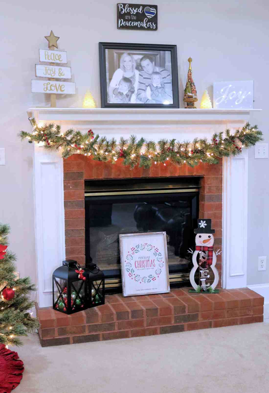 Looking for some gorgeous Christmas decorating ideas? Today I'm sharing our home's beautiful Christmas decorations including some of my favorite personalized Christmas decorations from Personalization Mall. #ad #pmallgifts #personalizationmall #christmasdecorations