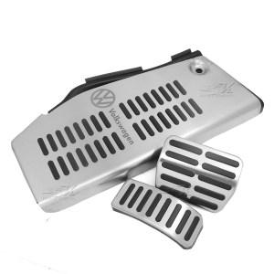 Posapie con grabado laser, cubre pedales en transmision automatica, facil instalacion.