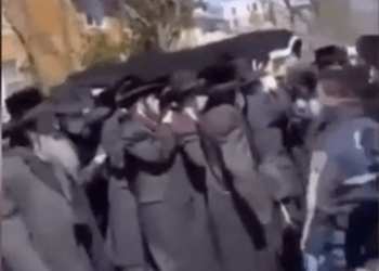 Orthodox Jews in the Borough Park/Midwood section of Brooklyn flouted the social distancing laws out in place to slow the spread of the coronavirus. Photo taken from a video.