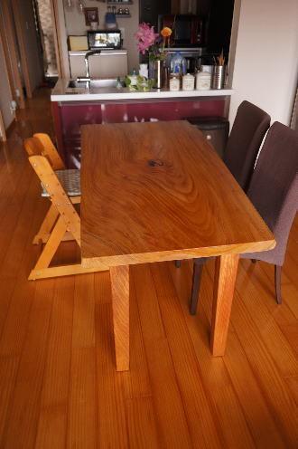 一枚板ダイニングテーブルの脚
