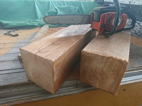 ケヤキの木製材