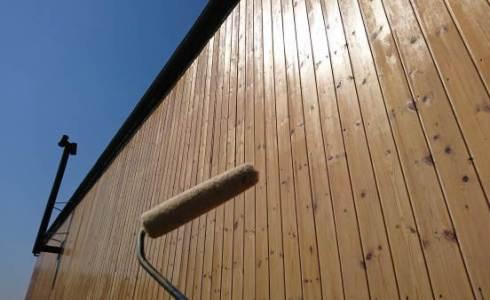 木の壁塗装