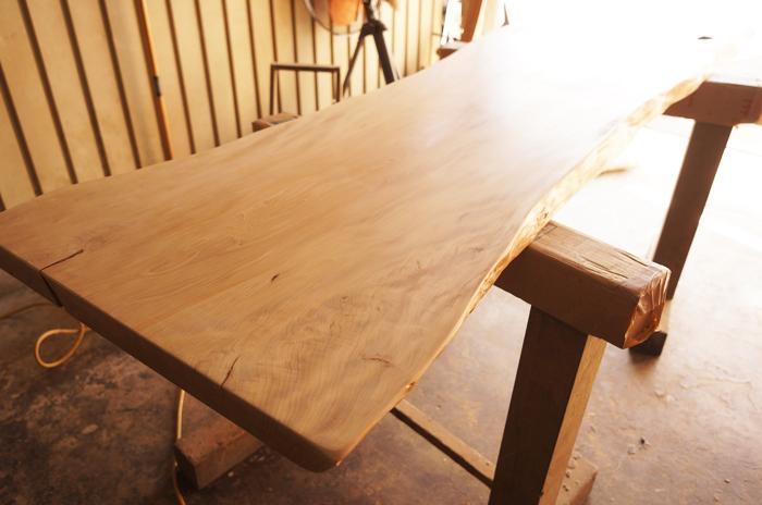 槇の木一枚板テーブル