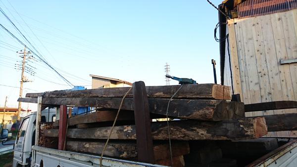 天然木トラック満載