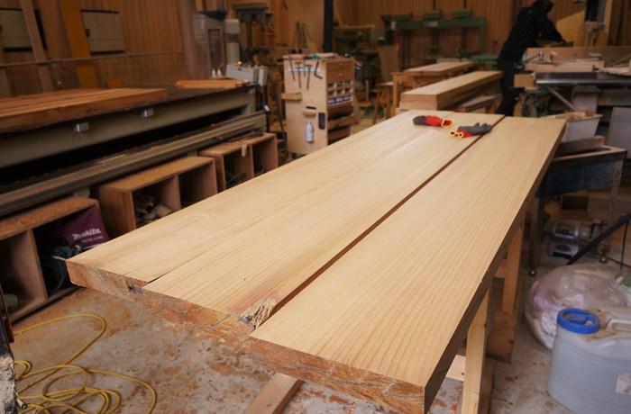 木の店舗用テーブル