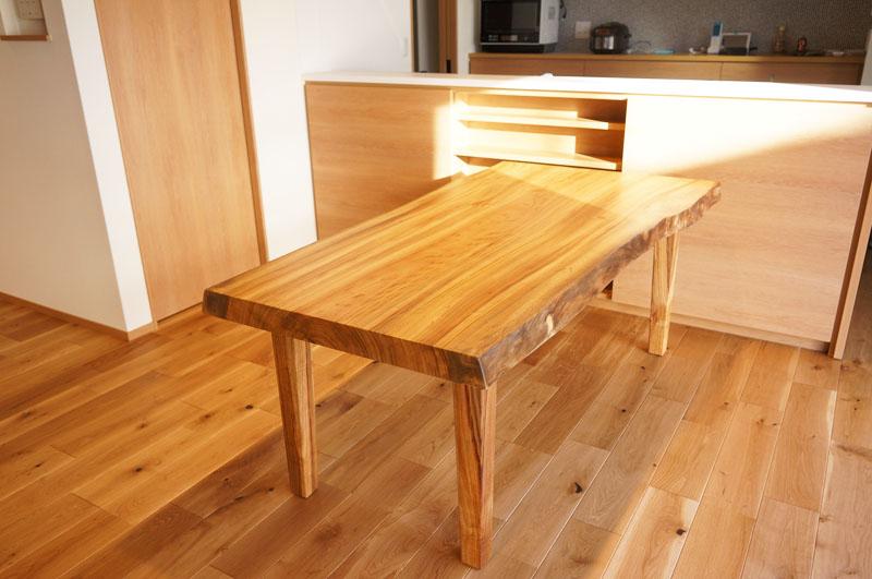 楠一枚板テーブル