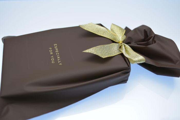 ストラスのマネークリップのプレゼント包装