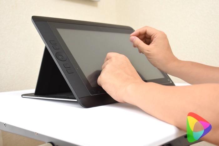 Loctek卓上スタンディングデスクに液晶ペンタブレット