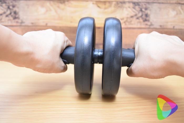 アクティブウィナーの腹筋ローラー