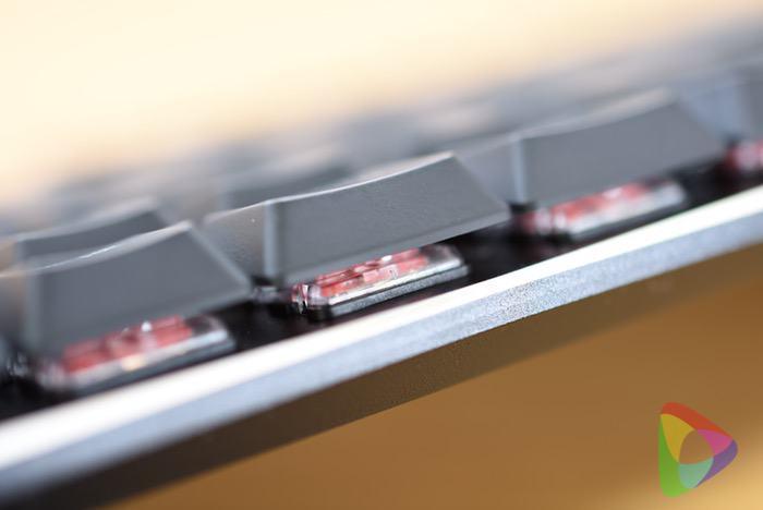 サンワダイレクトのメカニカルキーボード(赤軸)