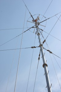 Auxiliary antenna services installed on the Kinstar antenna, showing the ease of co-location of wireless antenna services on the Kinstar antenna
