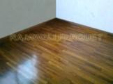 Lantai kayu kamar tidur