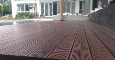 memasang lantai kayu decking