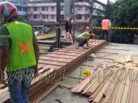 pemasangan lantai kayu parket di skywalk