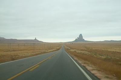 大平原にまっすぐな道