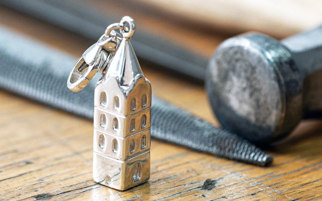 Benefiz: Juwelier fertigt für St. Marien silbernen Anhänger in Kirchturm-Form