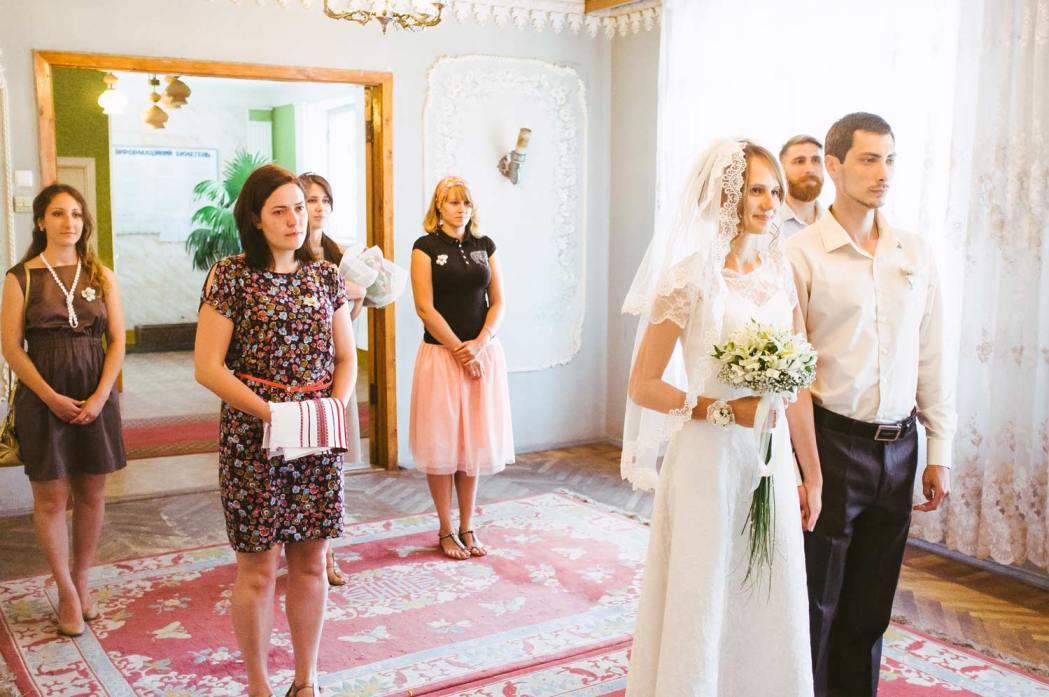 Свадебная церемония. Свидетели, друзья