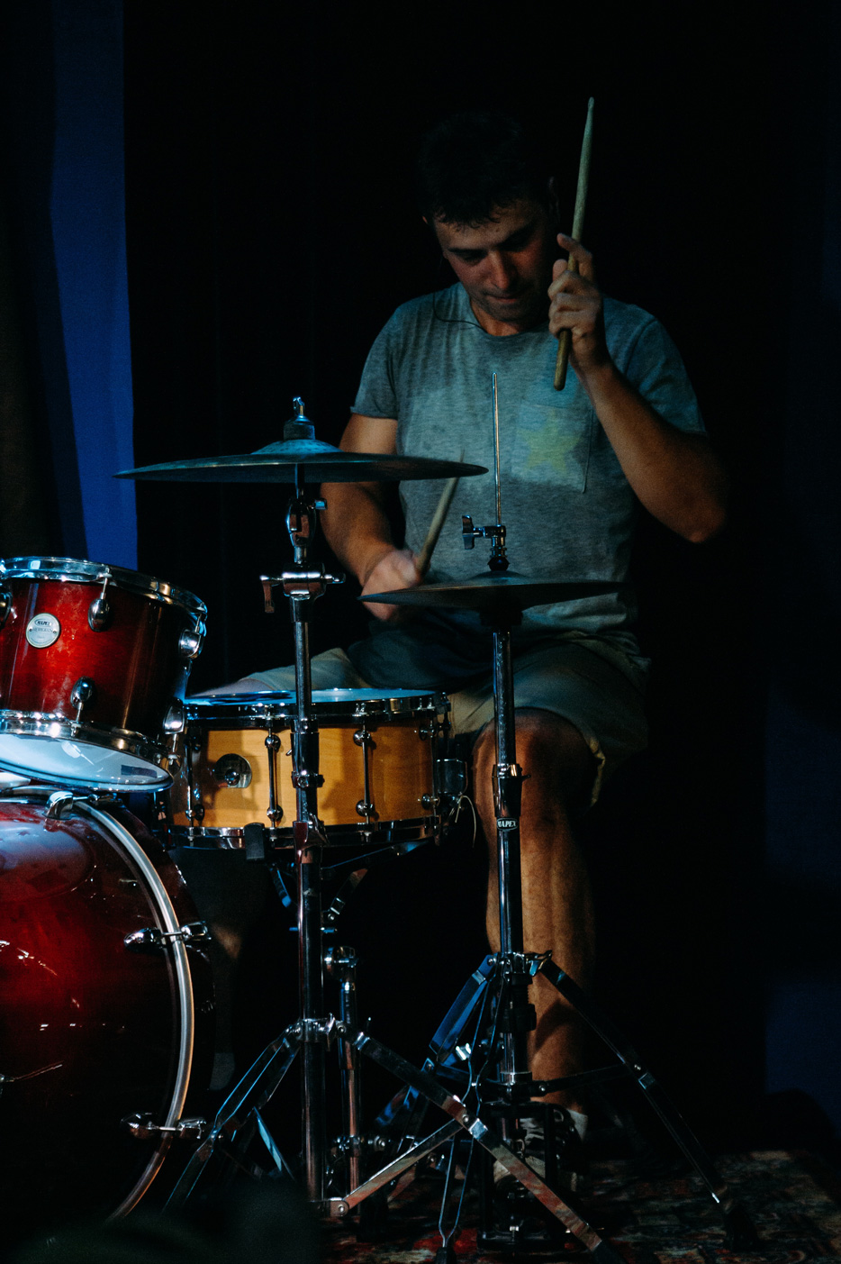 Концертная фотография барабанщик