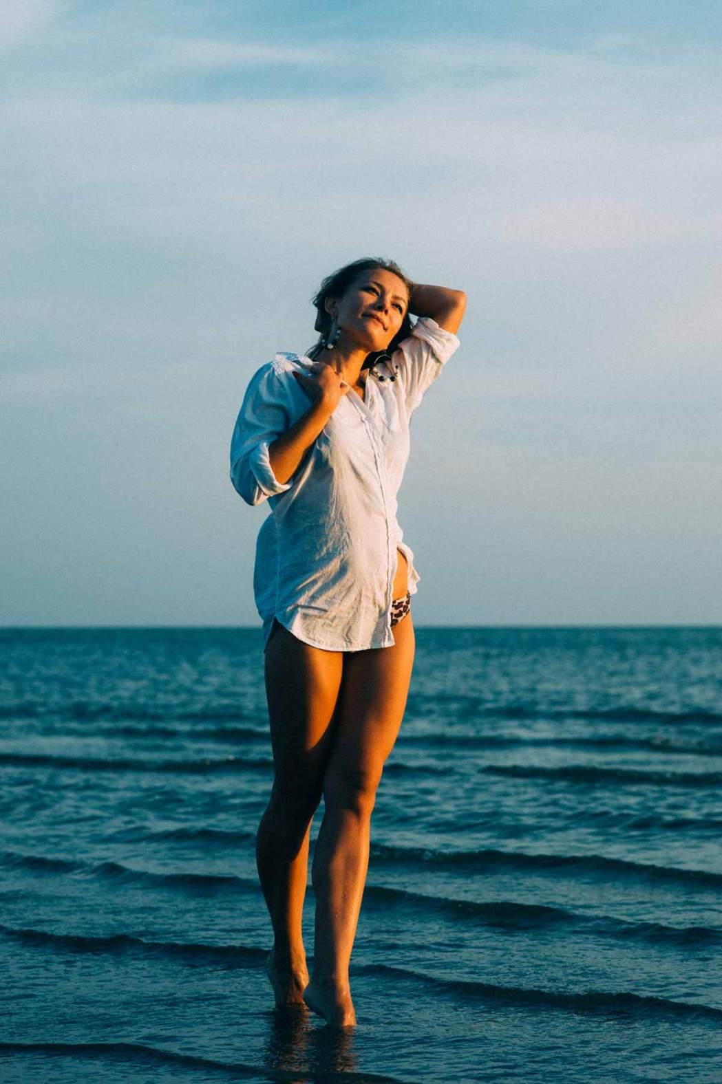 Портрет девушки во весь рост морская фотосессия