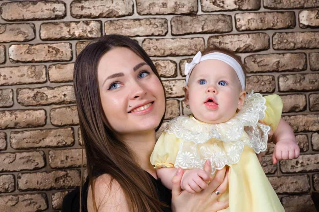 Семейная фотосессия мамы и дочери