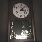 古時計の奇妙な動き