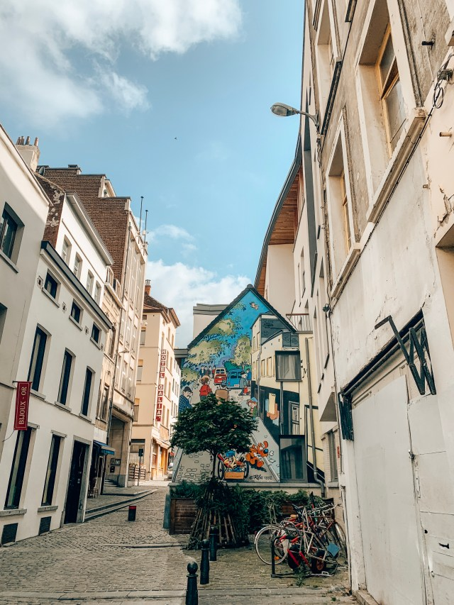 Boule eat Bill, A mural on a street in Brussels by Jean Roba.