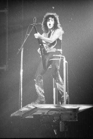 Kiss at Cow Palace, '77(13)