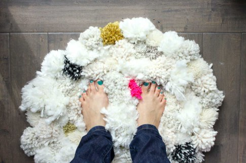 How-to-make-pom-pom-rug-