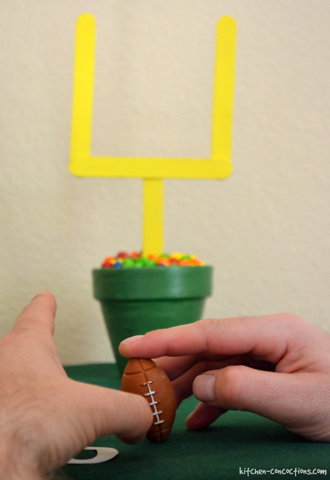 Football Party Ideas {Including DIY Football Cake, Tailgating Games and Décor}