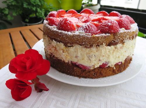 Erdbeer-Stracciatella Torte Osterkuchen