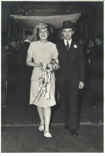 Kitchener camp, Leo Smoliansky, Leo and Mary (geb. Acomsky), Wedding day, Canada, 5 November 1944