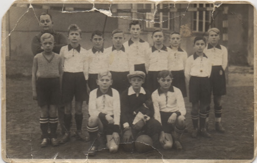 Kitchener camp, Victoria Seelow Football Team. Willi is the tall one in the middle of the second row of boys. Their cousin, Heinz Philippsborn, referred to in the letters, is also in the photo, second row, third from left.