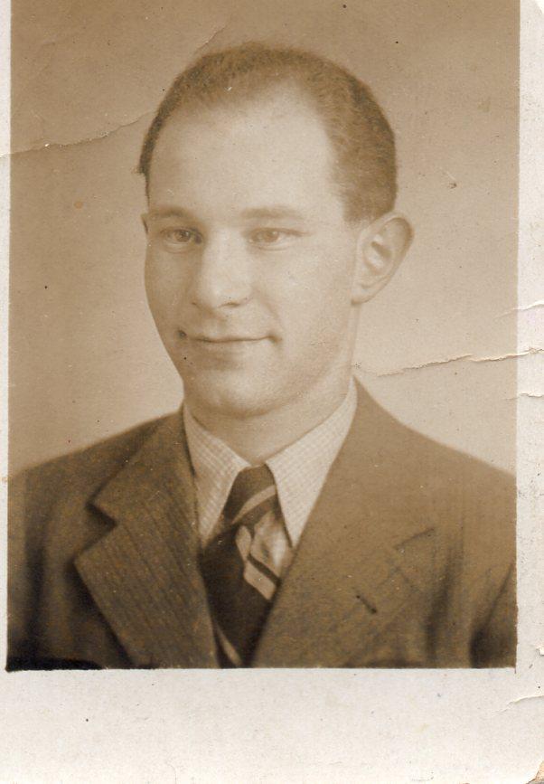Willi Reissner, Passport photograph