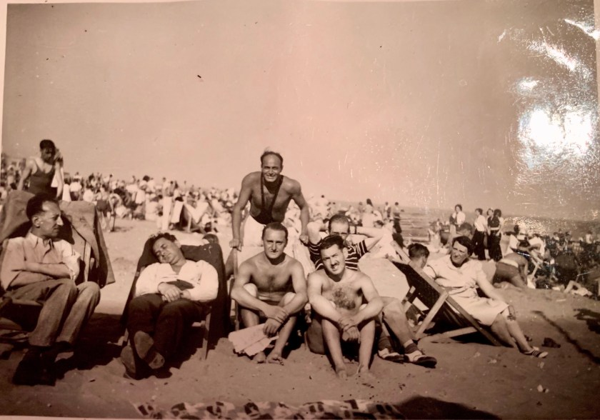 Kitchener camp, Oscar Reininger, Relaxing on the beach with friends, Summer 1939