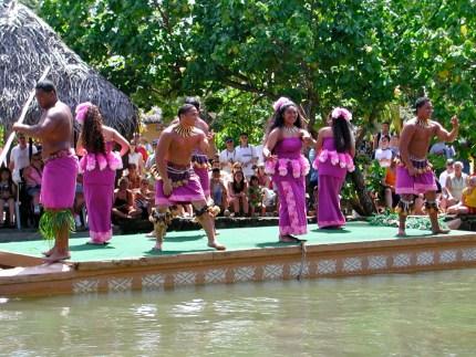 hawaiian-dancers