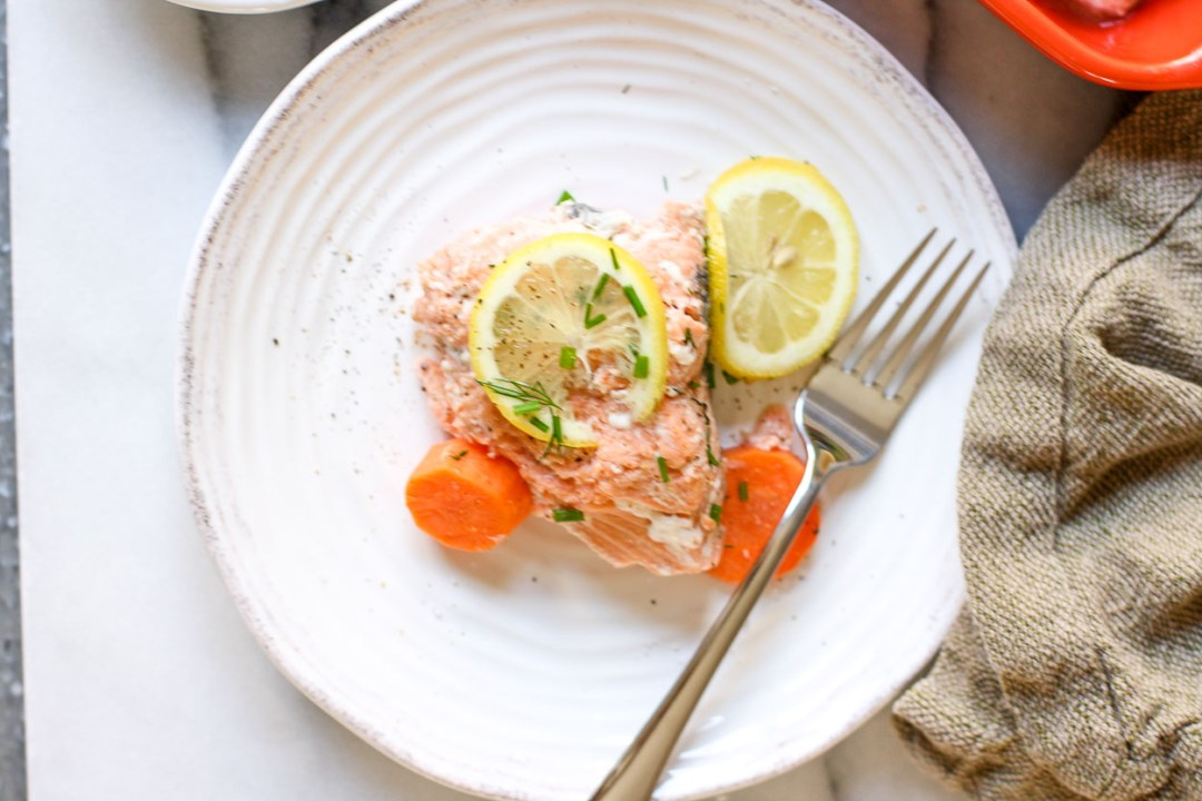simple poached salmon with yogurt sauce