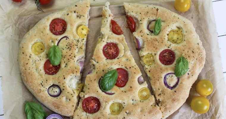 Focaccia mit zweierlei Tomaten und Zwiebeln