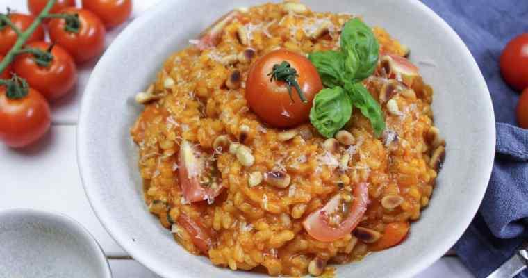 Tomaten Risotto mit Pinienkernen