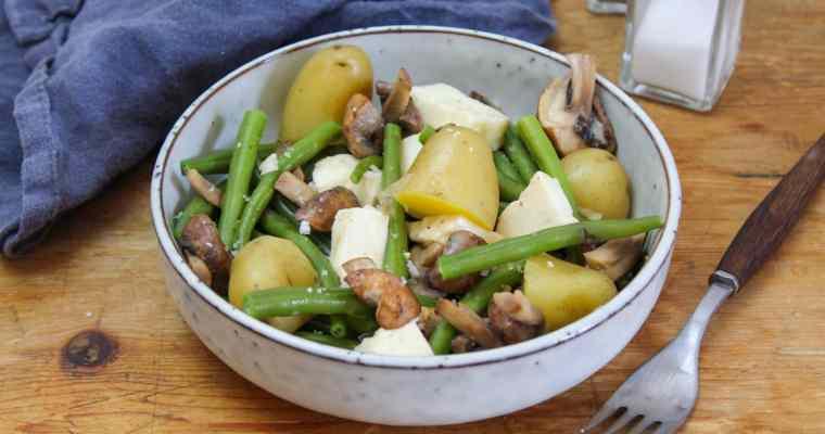 Gemüsepfanne mit Kartoffeln, Champignons, Bohnen und Halloumi
