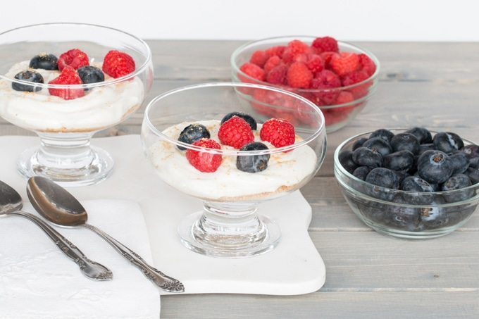 5 min healthy, low fat, high protein, sweet, creamy, and fresh. These cheesecake cups have absolutely everything you want, and they're GUILT FREE!
