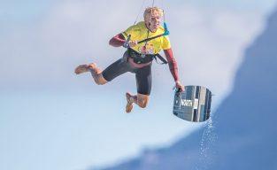 Lasse Walker broke out the board-off kite loop - Image: BERTUS