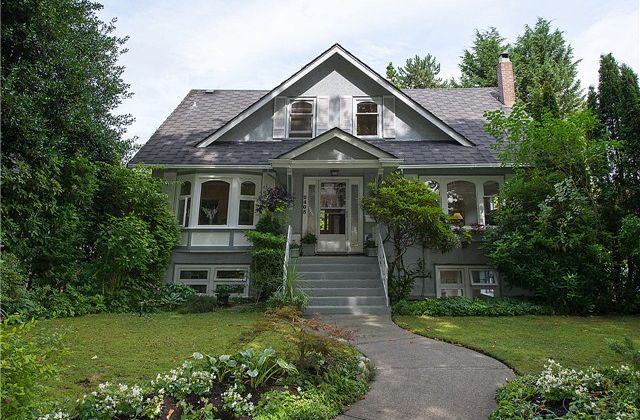 Kitsilano House: 2405 West 14th Ave