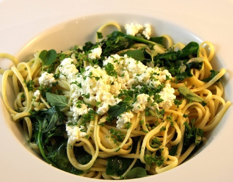$9 Linguini at Basil Pasta Bar. Image credit: Basilpastabar.com