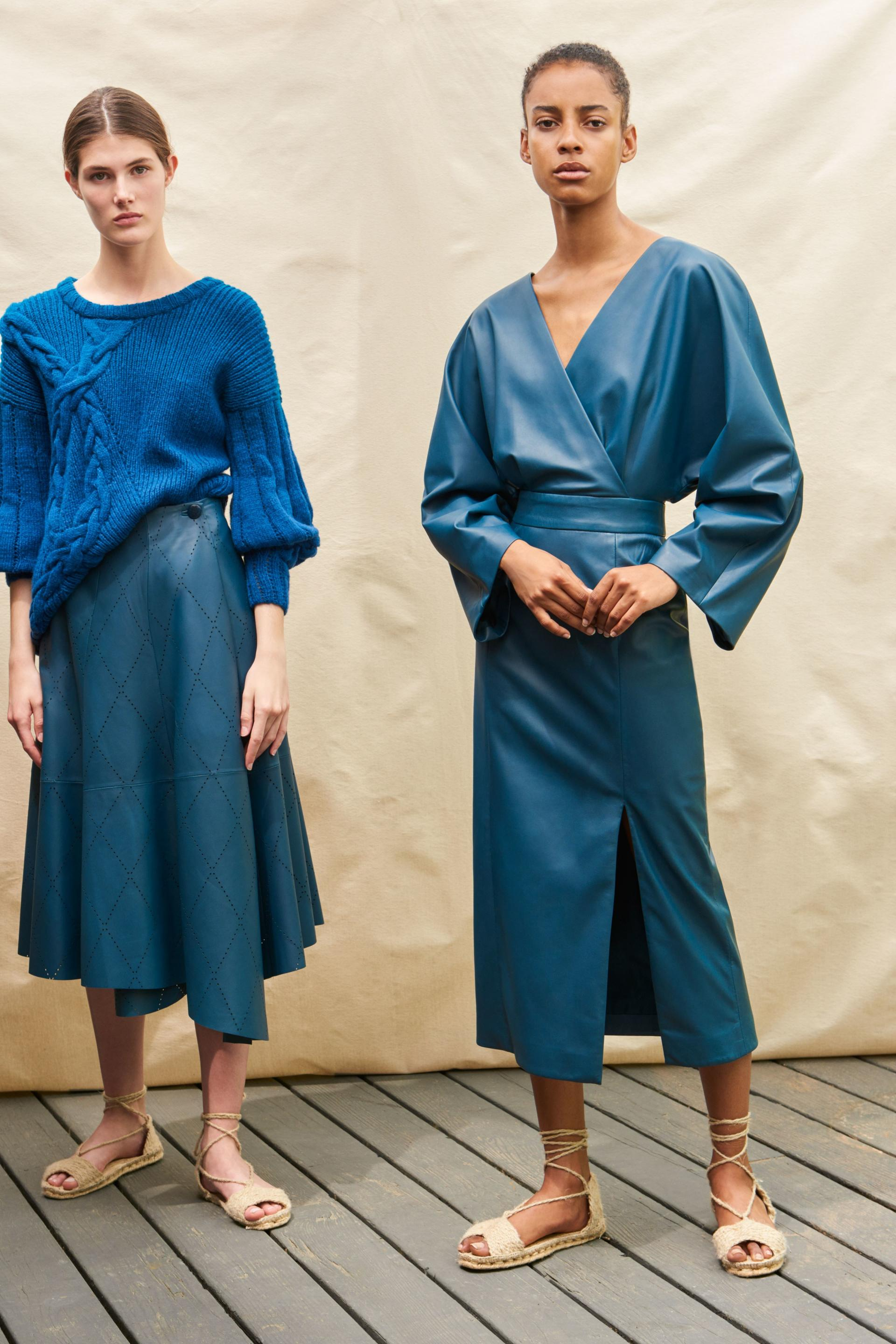 How to wear colour |Monochromatic blue inspiration from Alejandra Alonso Rojos |It's time to be bold and add some colour to your style. But, how? Here is your inspiration for colours to wear this year and how to wear them. From single pieces, to monochromatic and tonal, to colour blocking, all the inspiration you need for adding colour no matter what your style is here. | kittyandb.com #howtowearcolour #colourinspiration #howtowear #womensoutfitideas #monochromatic #blueoutfit