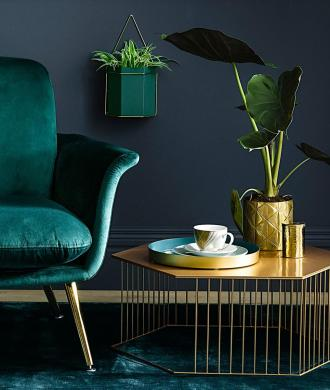 Green, gold and navy home decor inspiration| Today we're talking inspiration for adding green to your living room. Green is a really versatile colour to decorate your home with. But, which colours and tones work well? What kind of accessories work with green? This post gives you ideas for pulling together an elegant green colour palette and pieces for your home. Read more: kittyandb.com #greenlivingroom #greenaccessories #greencolorpalette #goldaccessories #interiordecoratinginspiration #greenaesthetic #greenandgold #navyandgreen