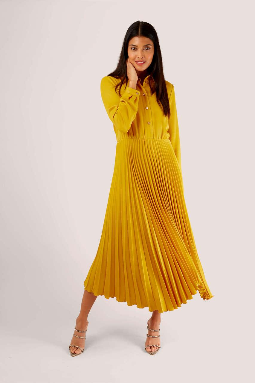Yellow Pleated Midi Dress | Bold colour, primary brights have been all over the catwalks this year and into next and I'm loving seeing some colour! Colour really doesn't have to be scary, I promise! Here's some inspiration for the fashion colour trends, how to put together outfits and some great ideas for how to do colour blocking. Kitty and B #howtowearcolour #autumn #outfitideas